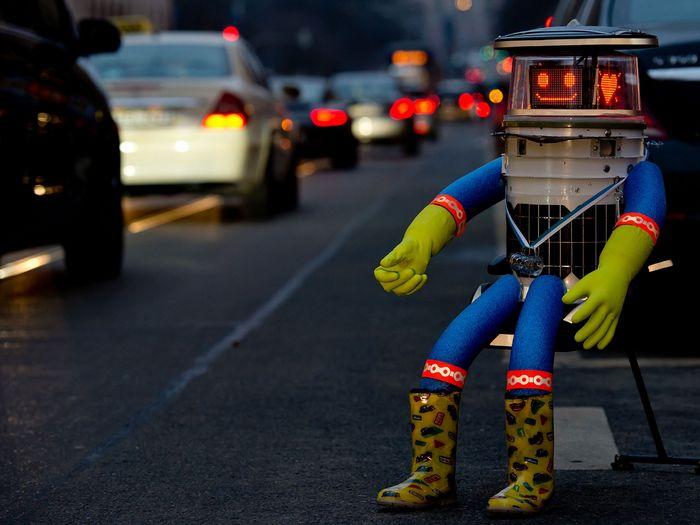 Довериться человеку, или жизнь и смерть робота hitchbot