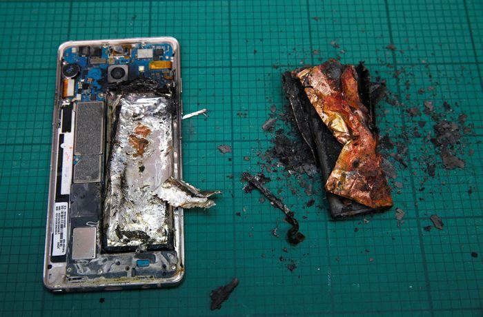 Кто «подложил бомбу» в смартфоны samsung?