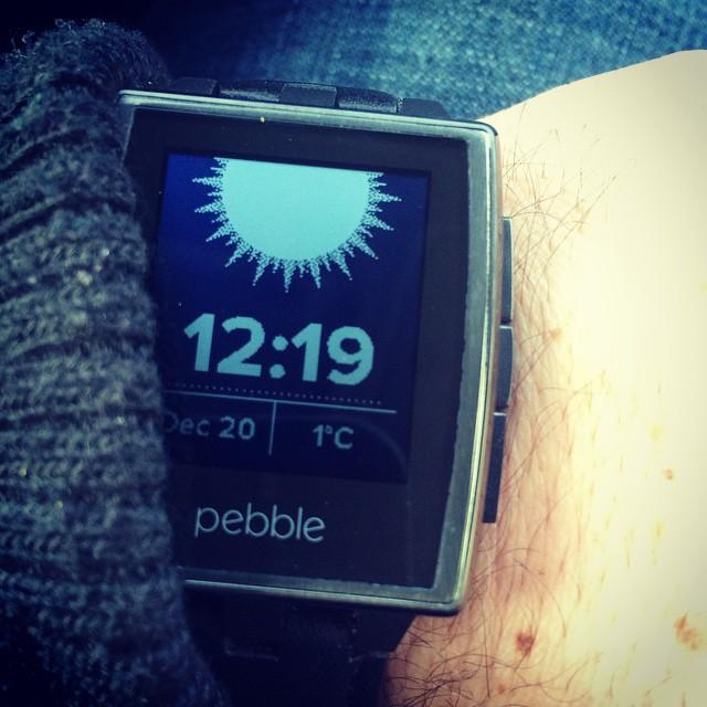 Pebble — пионер смартвочей. вскрытие