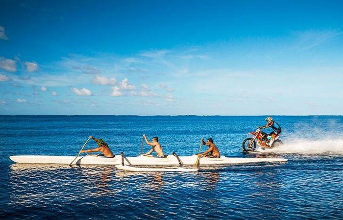 Первый мотогидроцикл – по воде аки посуху